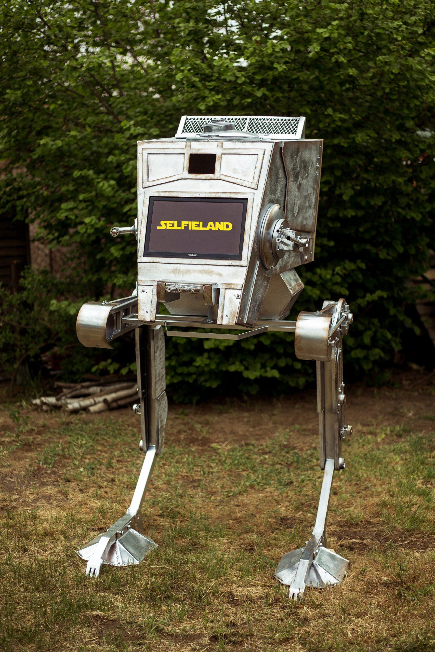 Szelfigép szülinapra, Star Wars AT-ST lépegetőben.