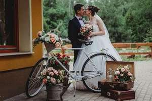 Vőlegény-menyasszony-esküvői-szelfi-gép-300x200