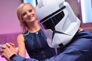 Star Wars esküvőn még a menyasszonyt is rohamosztagos táncoltatja